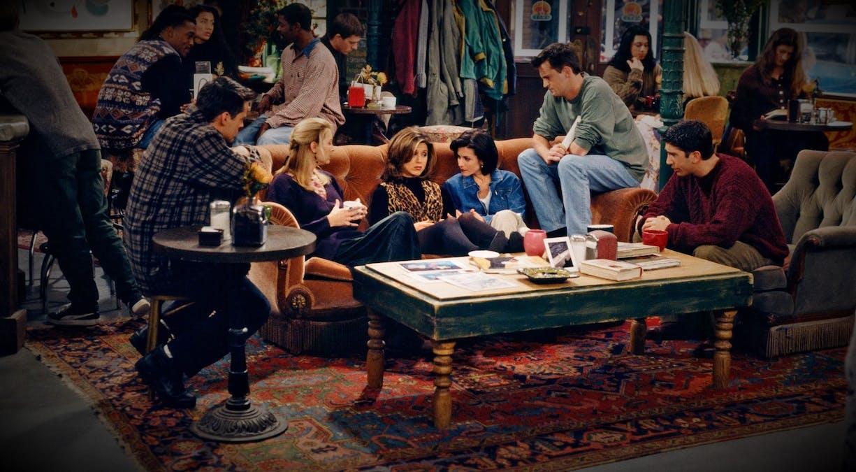 Courtney Cox lovar överraskningar i Vänner-special