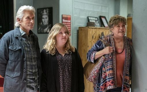 Michael Douglas, Kathleen Turner och Sarah Baker i The Kominsky Method. Foto: Netflix.