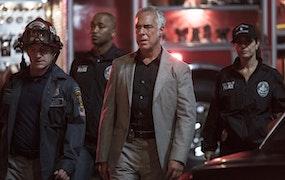 Harry Bosch (Titus Weller) på brottsplatsen i sista säsongen av Bosch. Foto: HBO Nordic/Amazon Prime.