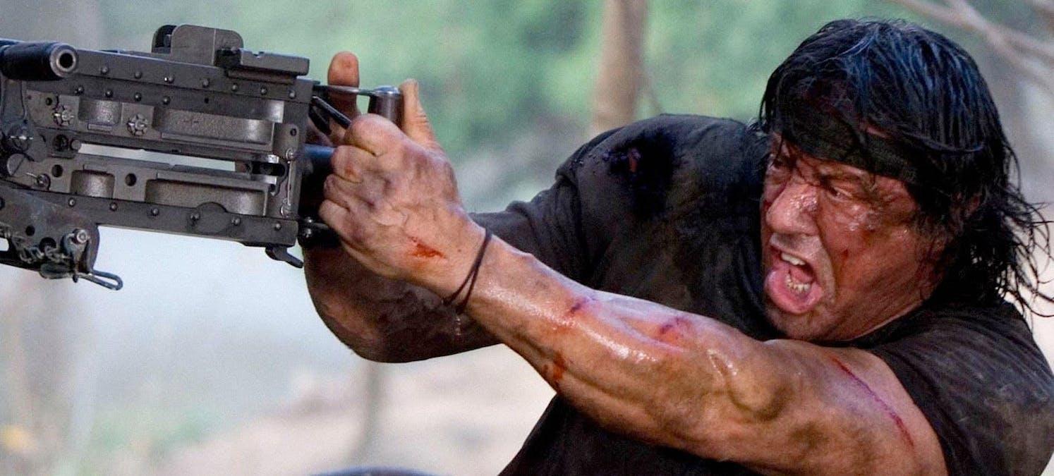 Sylvester Stallone och en kulspruta i John Rambo (2008). Foto: Lionsgate och The Weinstein Company