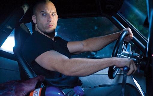 Vin Diesel i en muskelbil. Foto: Universal Pictures.