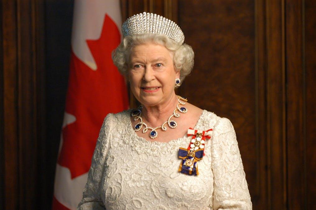 Se drottning Elizabeth i The Crown säsong 5