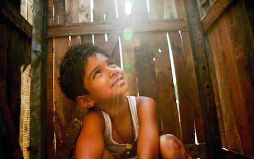 Streama Slumdog Millionaire (2008)