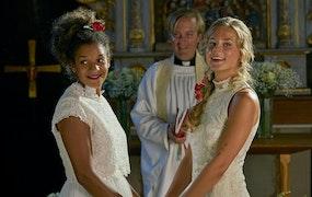 Recension av Bröllop, begravning och dop