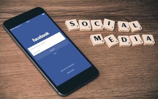 Facebook byter namn